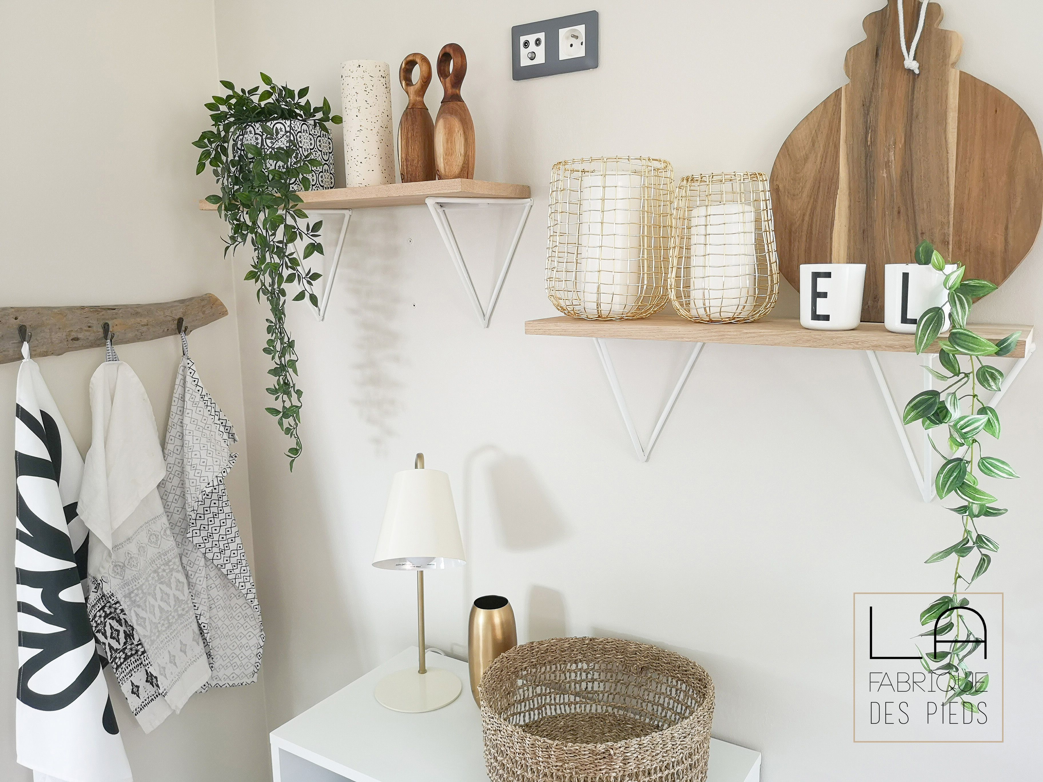 Pied Etagere Triangle