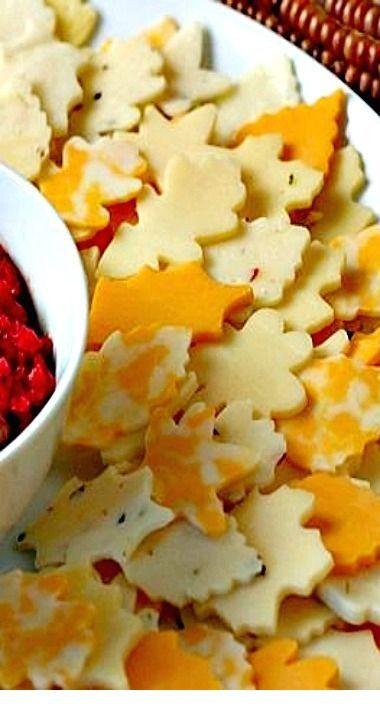 Autumn Leaf Wreath Cheese Platter   #thanksgivingrecipes