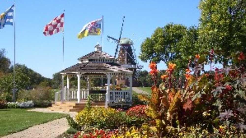 Windmill Island Gardens Michigan Dutch windmills