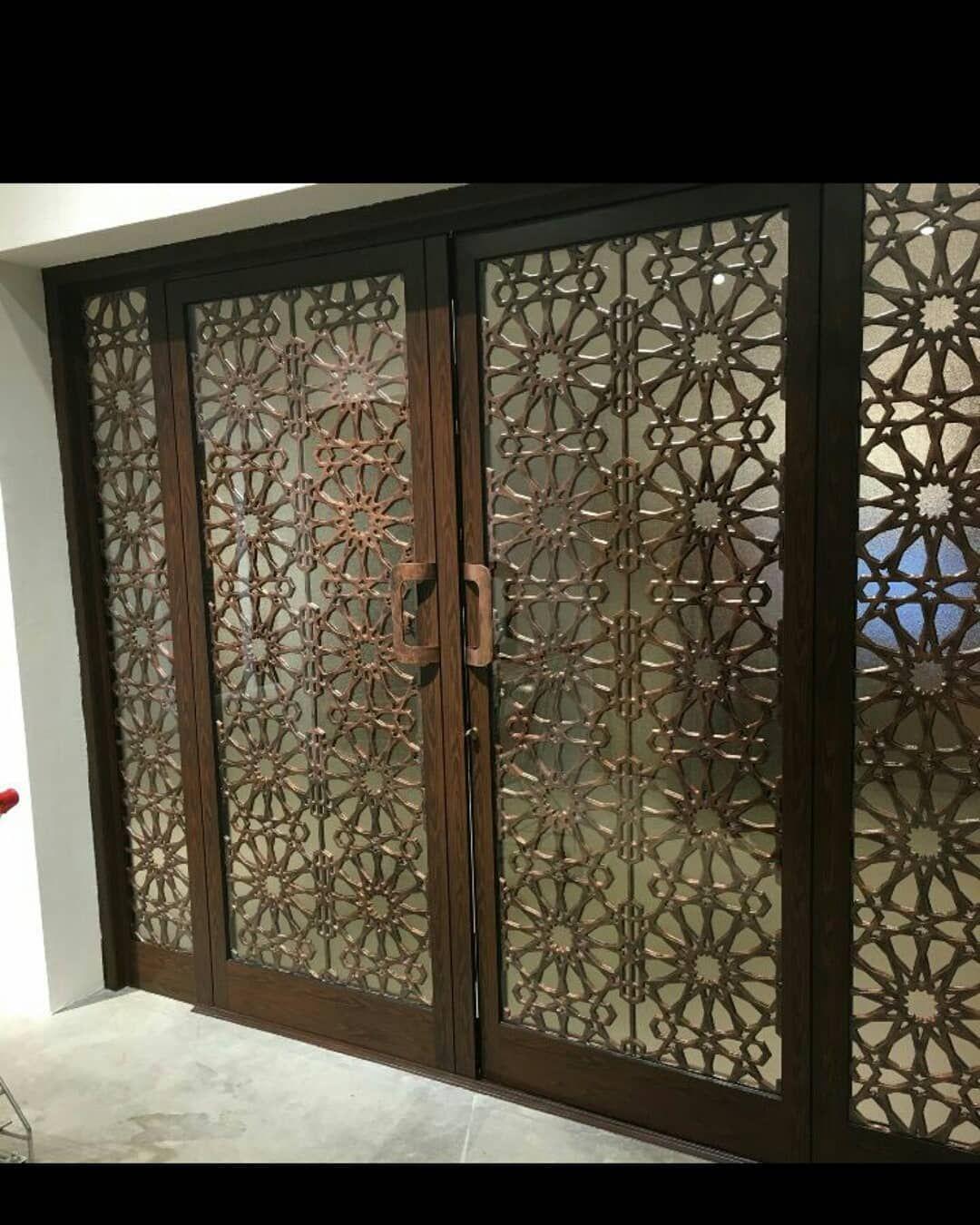 ابواب خشب مغربية بالزجاج الملون أبواب الغرف Recherche Google Room Partition Designs Partition Design Metal Table