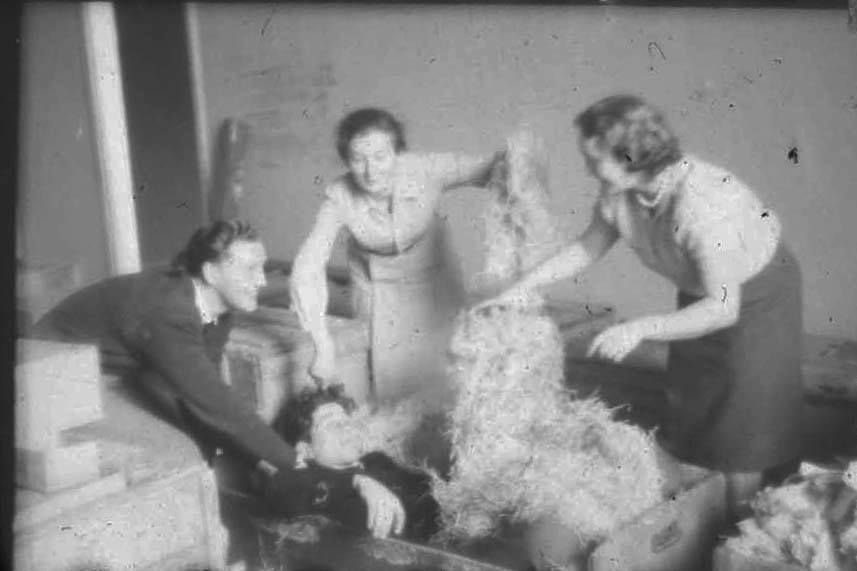 """Nie każdy wie, iż zawód muzealnika jest dość...specyficzny ;)  Małe """"mrugnięcie oka"""" z przeszłości  (Archiwum #PMA, 1956 rok)"""