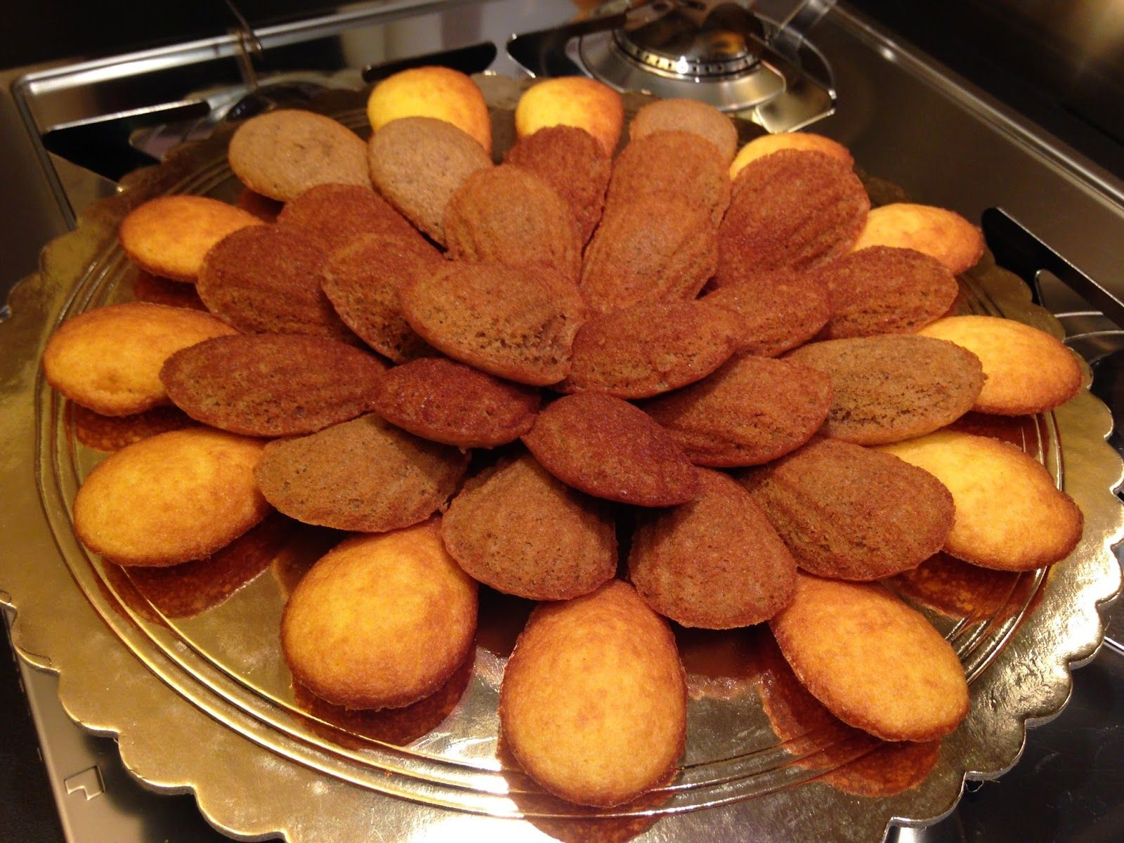 Buon giorno, buon martedì Bimbyni e Bimbyne!!! :D                            Dolcetto accompagnato...!!! :D   Provate questa ricetta e ditemi se vi piace!!! :D    http://www.bimby-ricette.it/2015/11/con-e-senza-bimby-madeleine-e-madeleine.html