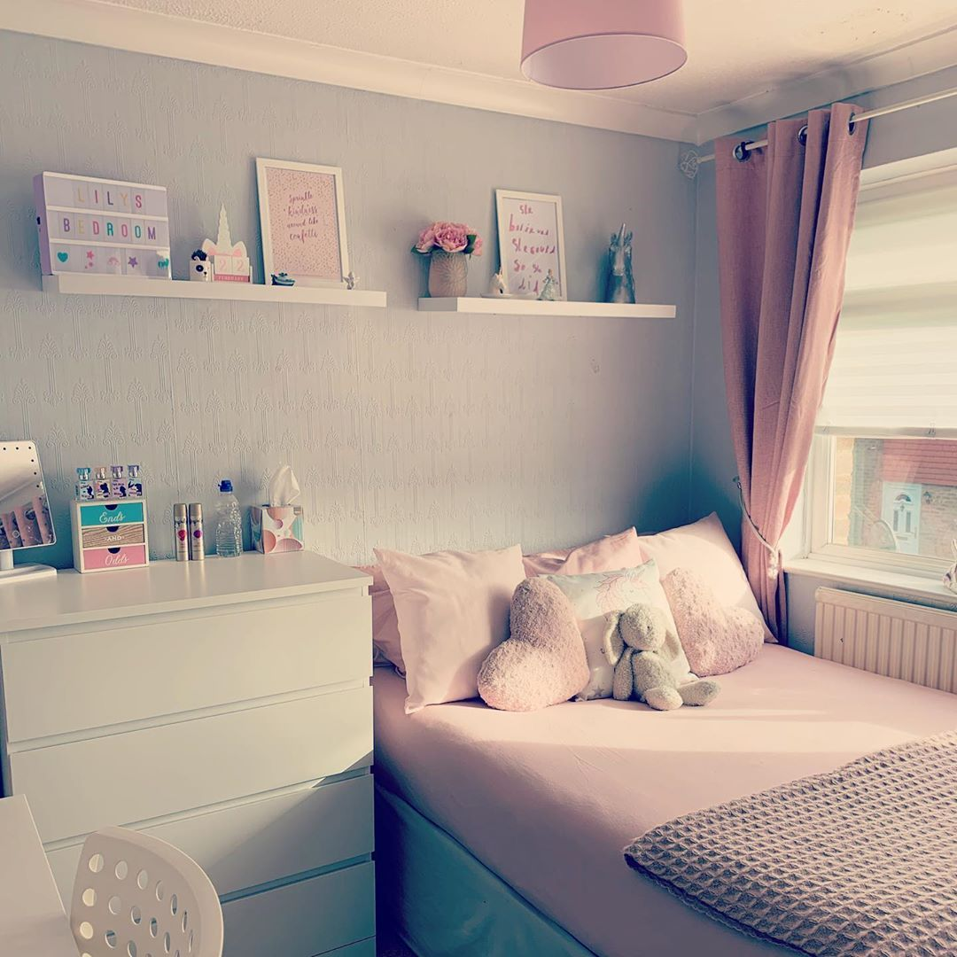 Im still so in love with Lily's room 💕 #girlsroom #girlsbedroom #home #myhome #homeinspo #homeinspiration #pink&grey #cute #bedroom #ourhouse #ourhome #love #pretty #relaxing  #Regram via @lissie_broom_sw