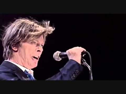 David Bowie - Heroes (amazing performance)