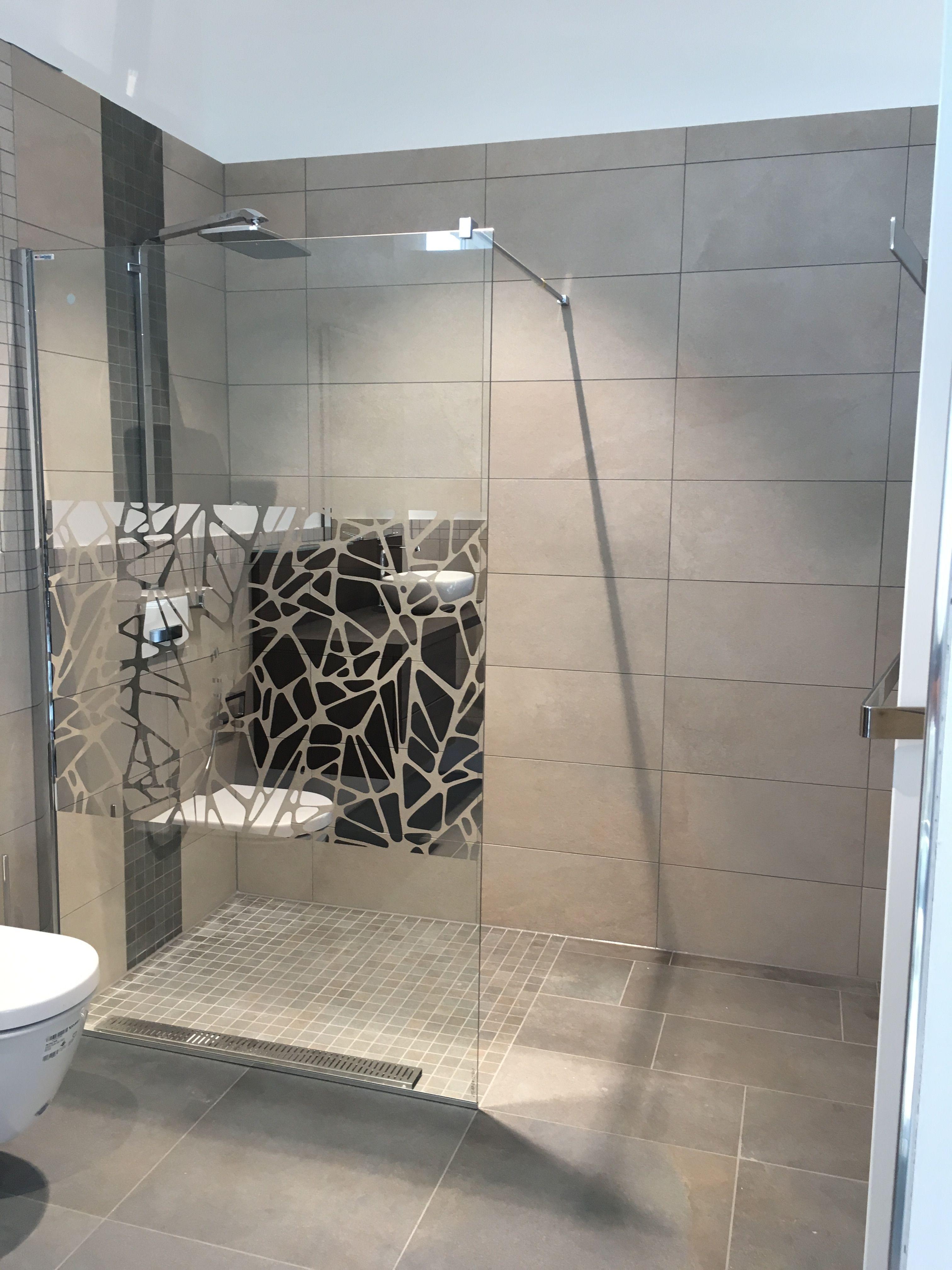 Bathroom shower stall