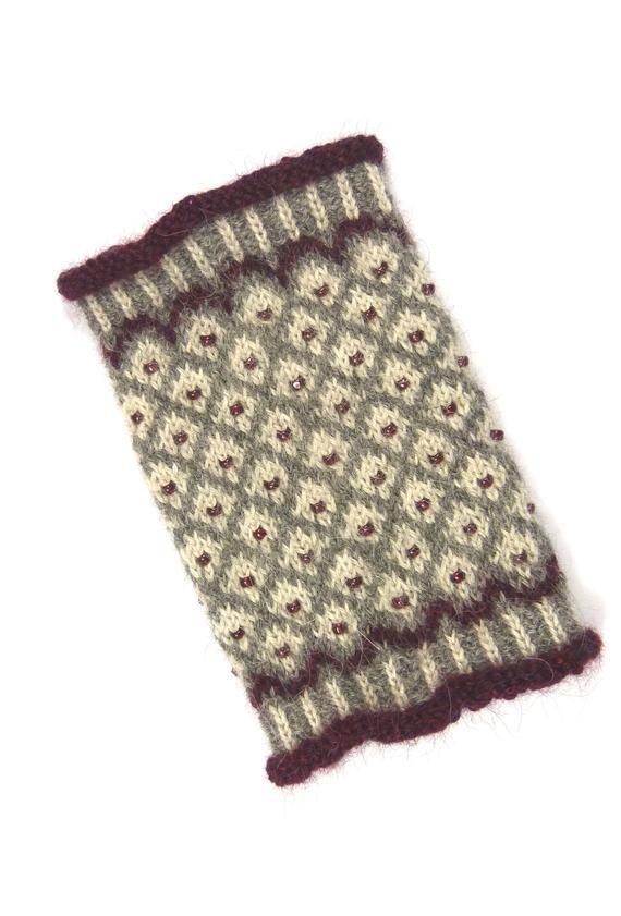 Photo of CLAUDIA Handgelenkwärmer Alpaka gestrickt handgestrickte Fair Isle Perlen norwegisches Muster Wintermode Trend Mode grau dunkelrot