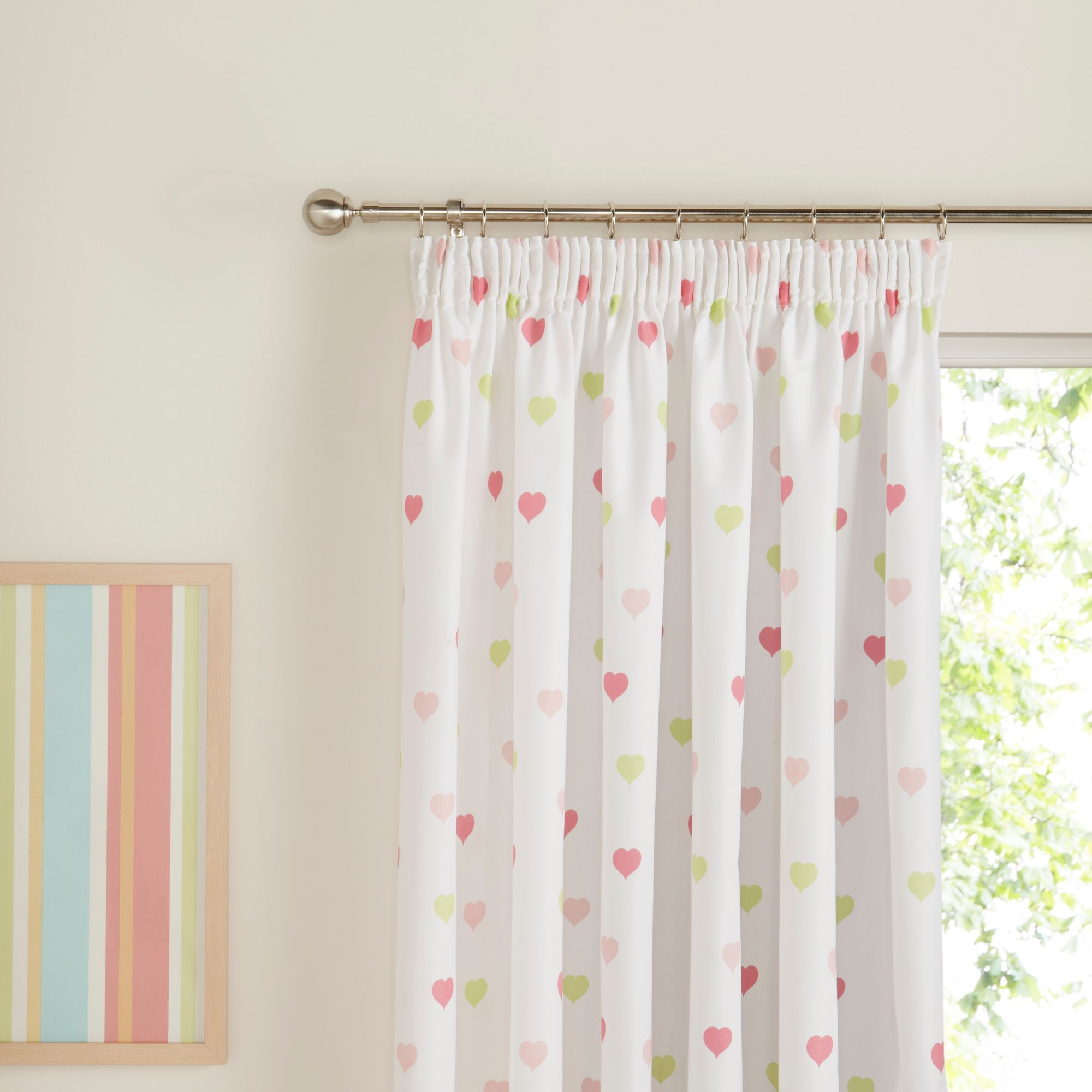 a design of kids curtains