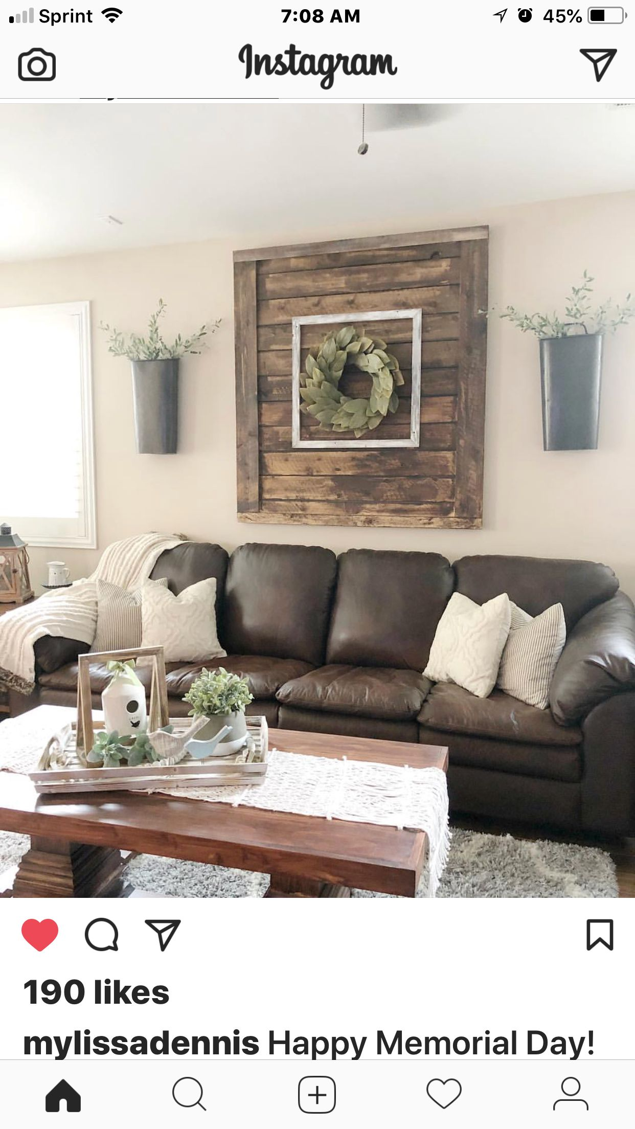 Luv This Palet Pic And Wreath Leather Couches Living Room Farm