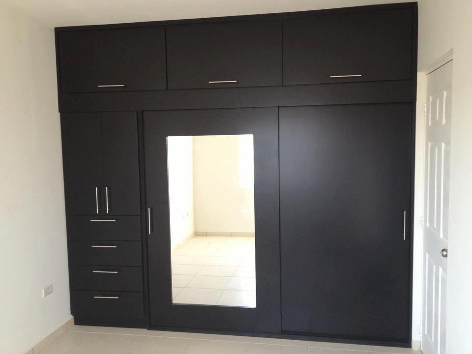 Closet con puerta con espejo closets y cocinas practicas for Cocinas con espejos