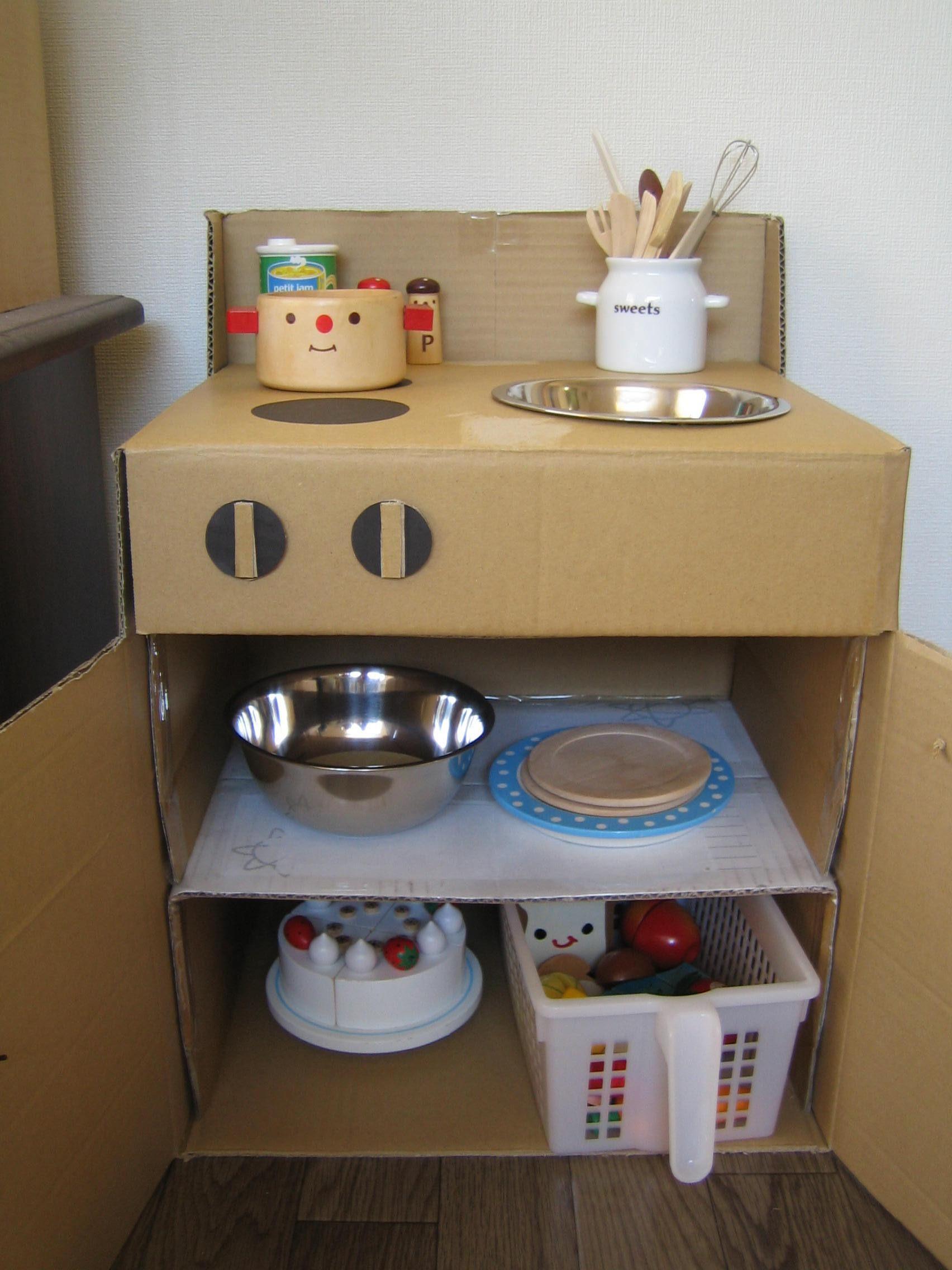 おままごとキッチンを作りました 1歳7ヶ月 17日 段ボールキッチン おままごとキッチン 手作り おもちゃ キッチン