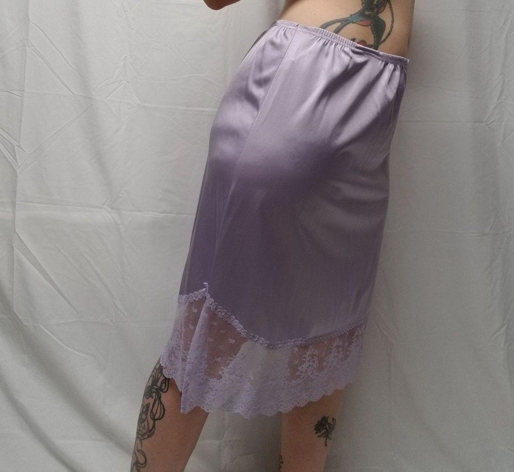 c2bee67919662 Vtg VANITY FAIR Lavender Nylon Half Slip Lace Trim Womens L - Elastic  Flawed #VanityFair #Slip