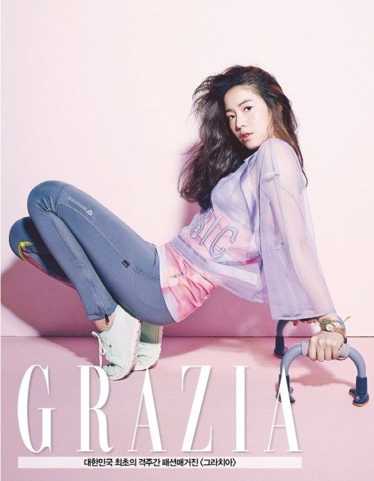 Hwayoung Turns Heads As She Shows Some Skin In Workout Gear For Grazia Grazia Pop Fashion Korean Actresses