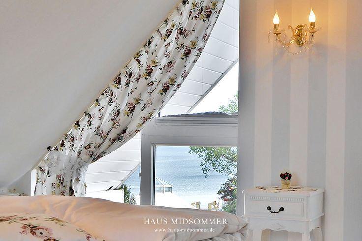 Bett mit Seeblick in Ferienwohnung 15. Haus Midsommer.  #Midsommer #Seeblick #Meerblick