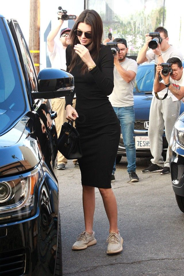 0d638eee5ec83 Kendall Jenner - Shopping with Hailey Baldwin at Curve and Intermix ...