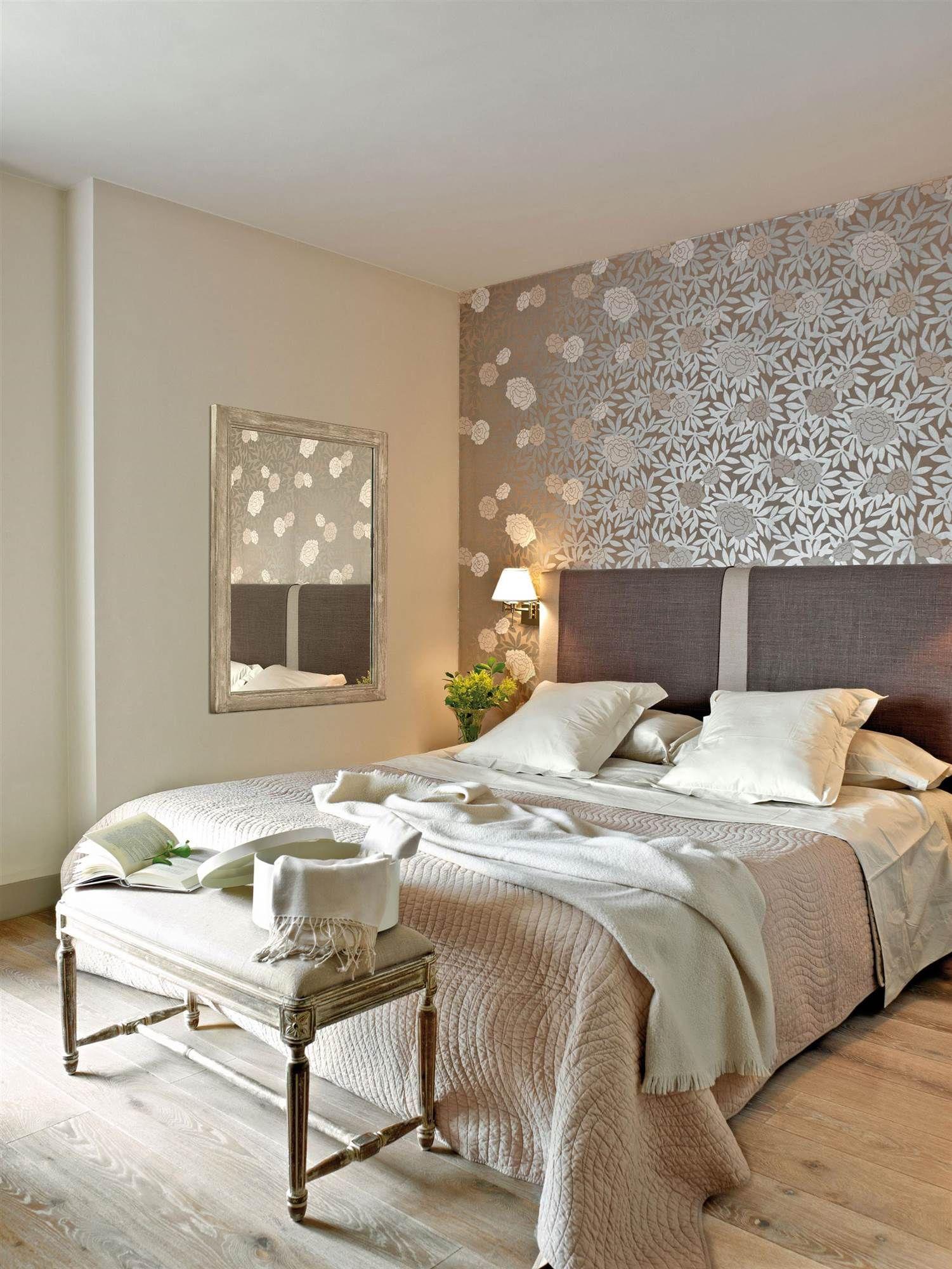 Dormitorio con pared del cabecero con papel pintado - Cabecero papel pintado ...
