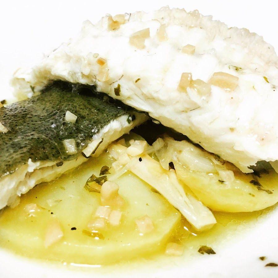 Menudo Plato De Pescado Rodaballo Al Horno Con Sidra Y Patatas Comida Platos Con Pescado Comidas Ligeras