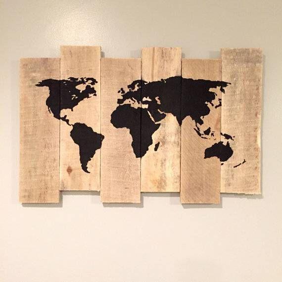 Carte Du Monde Sur Bois.Cette Carte Du Monde Peinte Sur Bois De Palette Prealablement Ponce