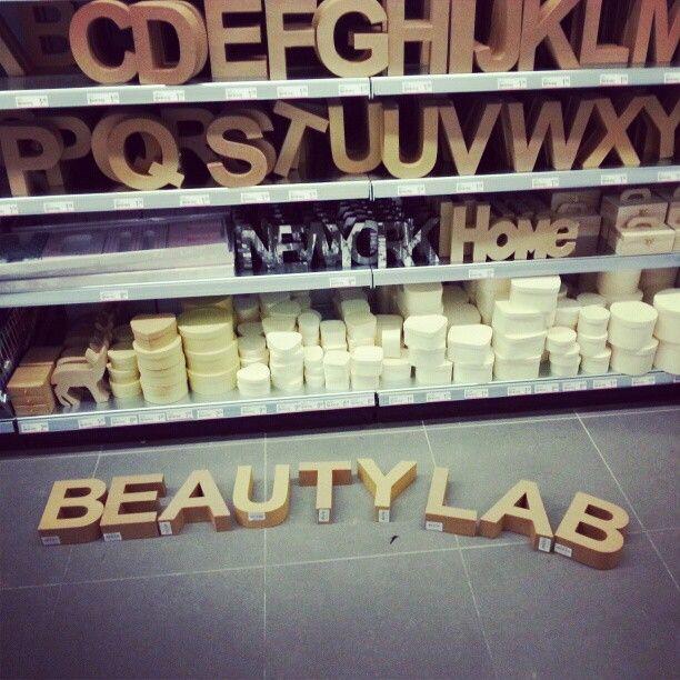 kartonnen letters schilderen in kleur (xenos) en aan de muur, Deco ideeën