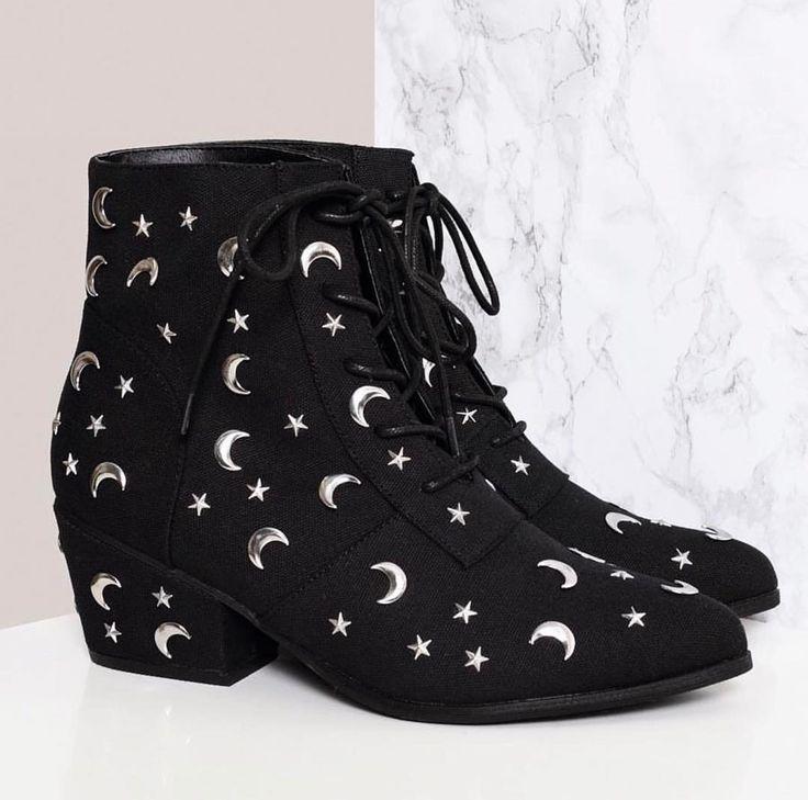 583380ca675d moon + star boots