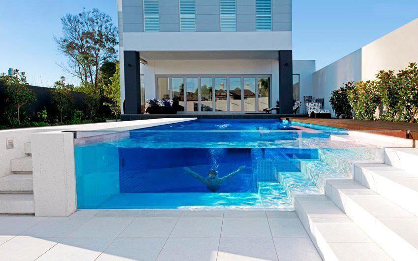Vidrio en vez de pared, para bordear la piscina.