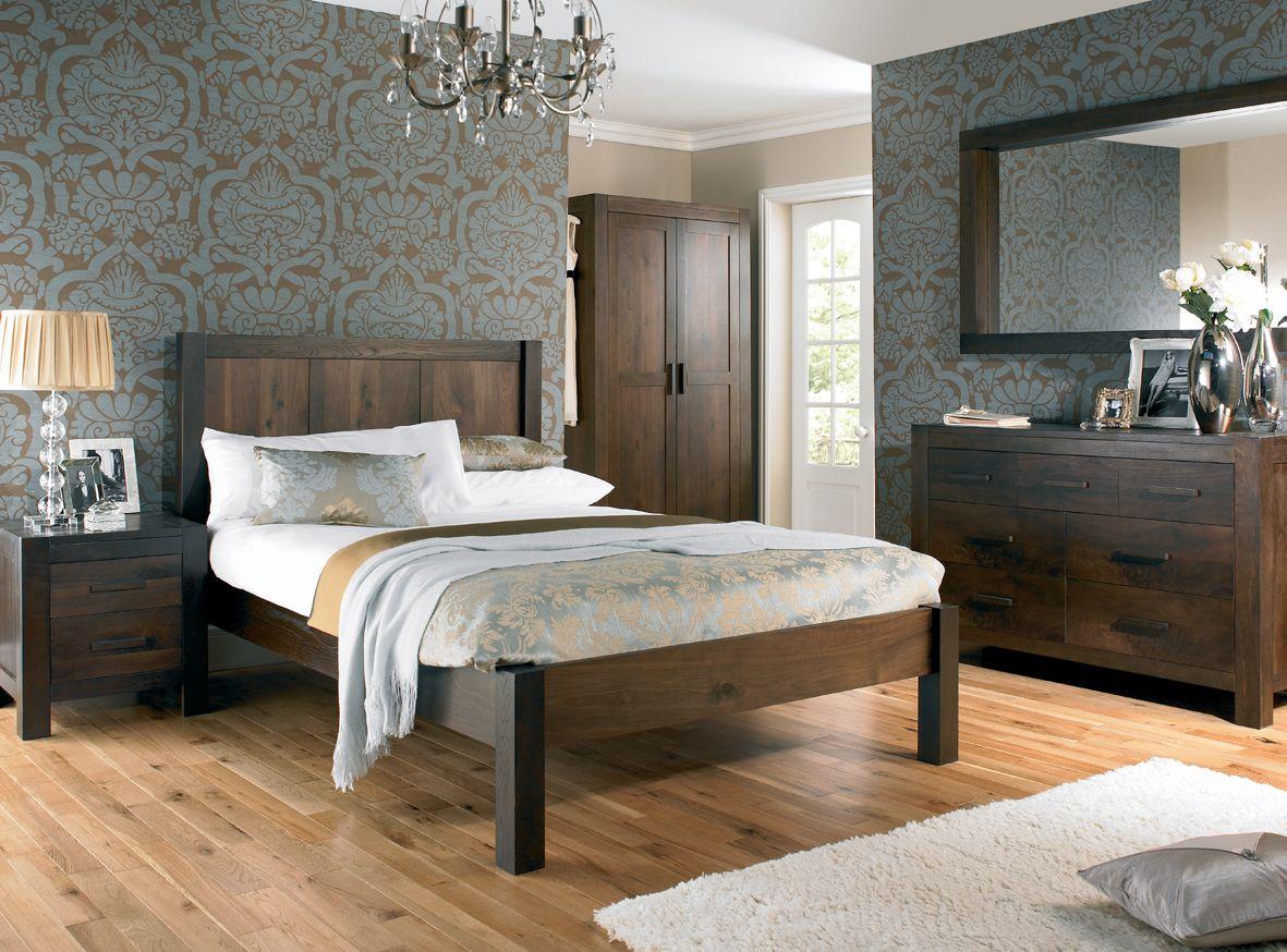 Astonishing Home Interior Decor Bedroom Design Ideas Featuring Elegant Flourish Wallpaper And Traditional Style Interior Furnitures