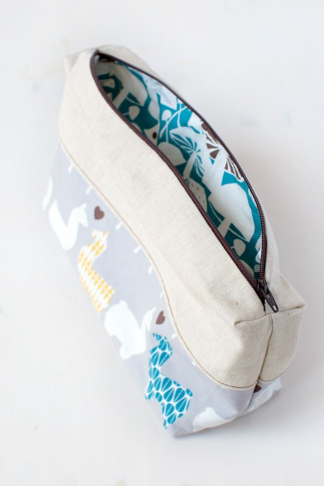 an adorable diy zipper pouch you can totally make sewing projects pinterest. Black Bedroom Furniture Sets. Home Design Ideas