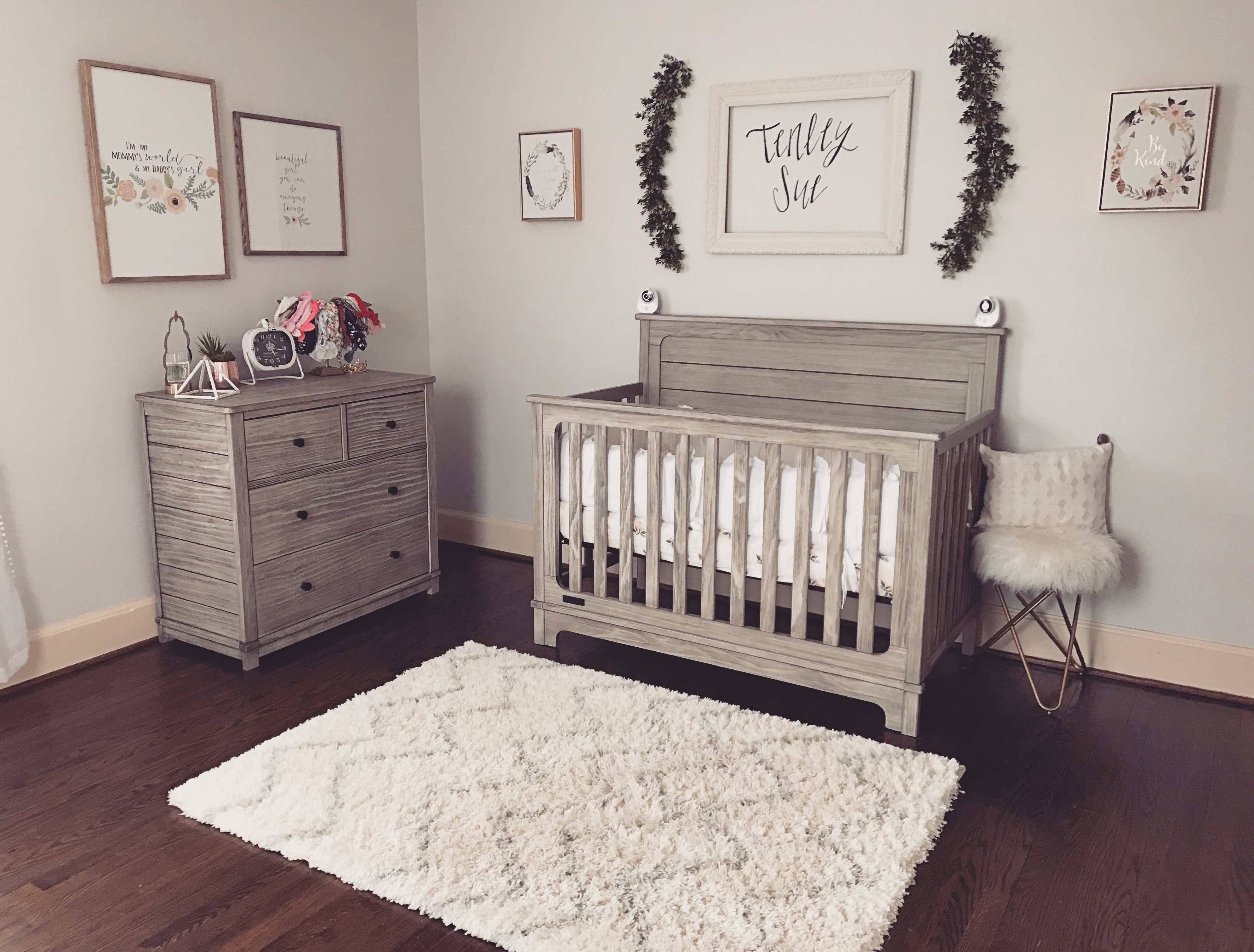 Pin By Lizzy Chesher On Baby Nurseries In 2020 Nursery Baby Room