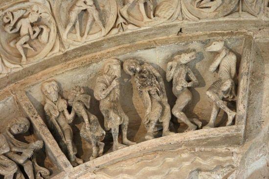 Photo of Vézelay Abbey (Basilique Ste-Madeleine): Central Tympanum Archivolt: Arabs and Dog-Headed Folk