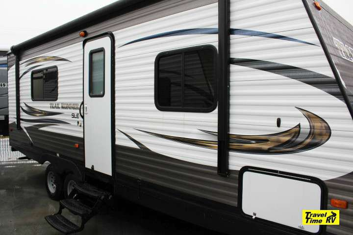 New Trail Runner 24sle Sleeps 4 26ft No Slides Couch Table