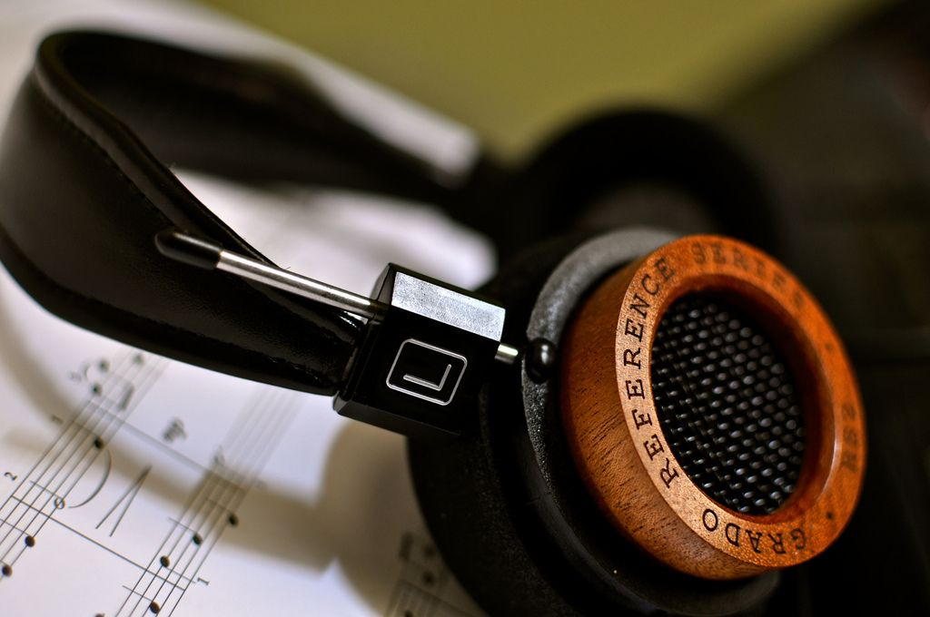 Another shot of my new Grado RS2i headphones.