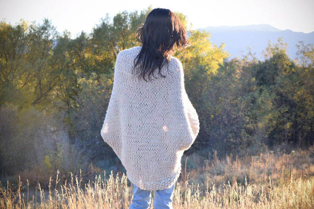 Easy Knit Blanket Sweater Pattern | Tejido, Ponchos y Manta