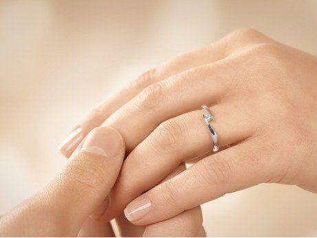 Verlobungsring Twist In 18k Weissgold Mit Diamant 0 10ct