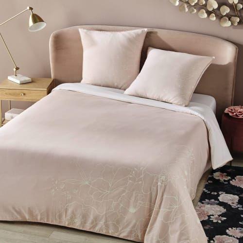 Bettwasche Kleinmobel Aufenthaltsraum Und Bett