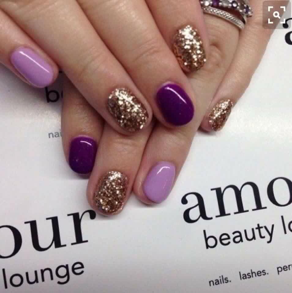 Color violet manicure