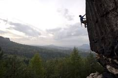 Klettern im Elbsandsteingebirge ©Klaus Fengler/Freeclimbing bei Schmilka