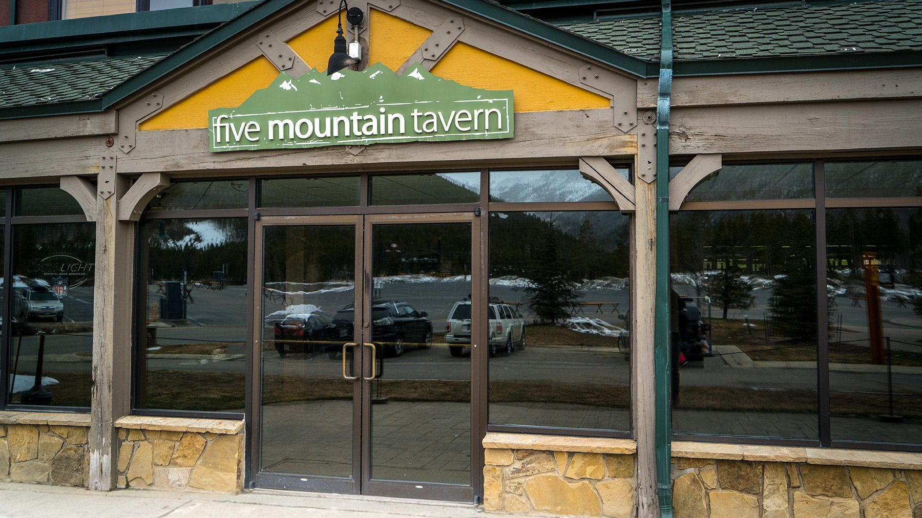 Five Mountain Tavern Located in the Vintage Hotel just steps ...