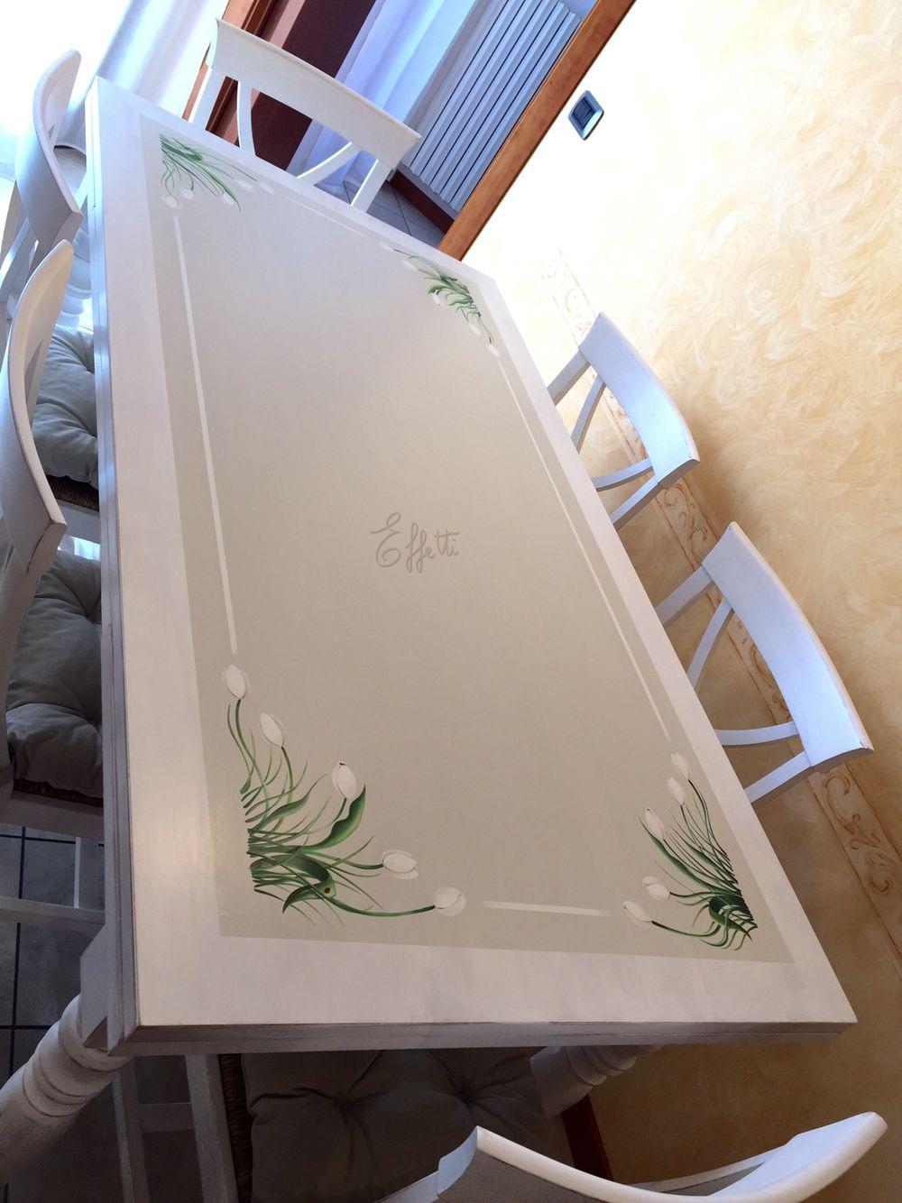 Tavolo trattato e decorato a mano