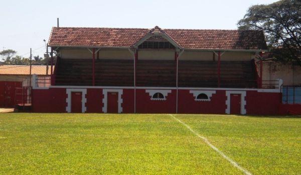 J.D. Martins, Cravinhos (SP). Só pela beleza da arquitetura da tribuna já merece a menção. Com capacidade para três mil torcedores, atualmente a única equipe a se aventurar pelo gramado é o Clube Atlético Cravinhos, pelo Campeonato Paulista Amador – em 1990, o CAC chegou à quarta divisão do Paulista.