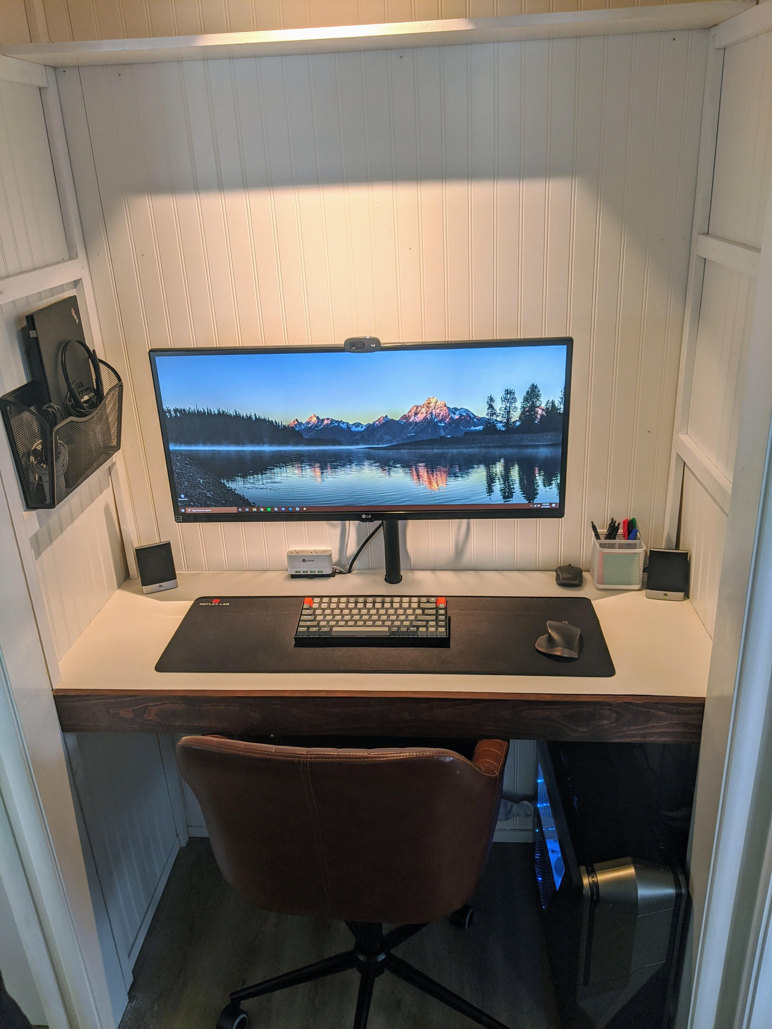My New Apartment Didn T Have Space For A Desk So I Built A Closet Battlestation More Photos In Comments In 2020 Build A Closet Gaming Desk Setup Computer Setup