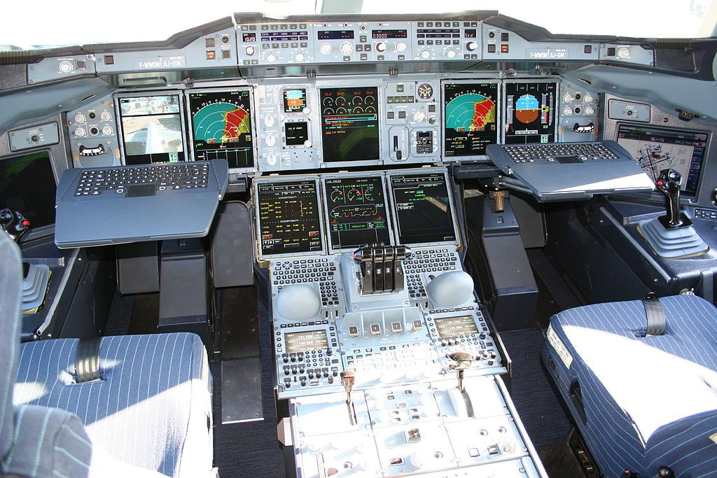 Airbus A Cockpit With Sidestick Controls No Stick Between - Airline captain takes amazing photos from his cockpit and no theyre not photoshopped