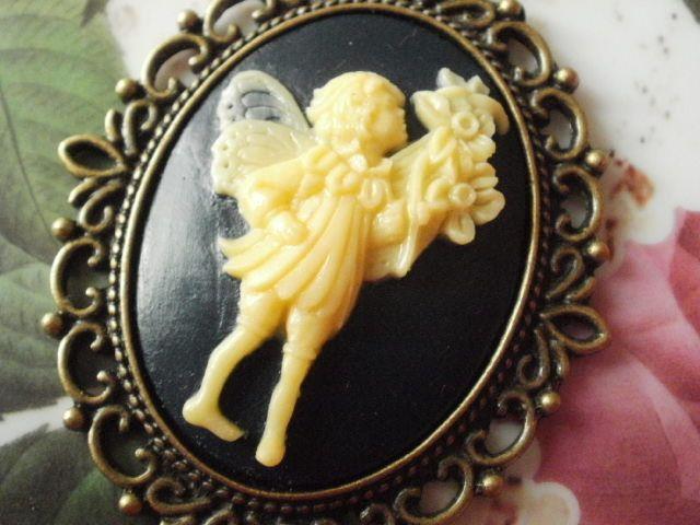 Elfen Kavalier Camée Vintage Bronze Halskette von Cabo-Line auf DaWanda.com