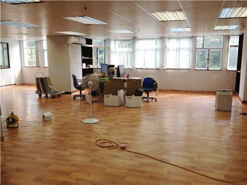 When moving our offices we would want to finish the move as quickly as possible. This is because the longer it takes to move, more money and time is wasted. This is why it is best that you hire a professional mover to do the job.