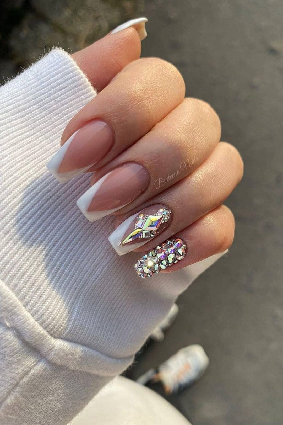 9 Stunning Modern French Manicure Ideas Stylish Belles In 2020 French Tip Nail Designs White Tip Acrylic Nails French Tip Acrylic Nails