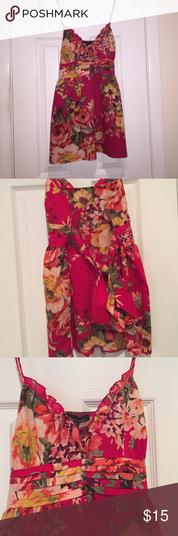 Floral Summer Blouse Adjustable straps and ties in back. Very pretty bright colors! Medium Forever 21 Tops Crop Tops