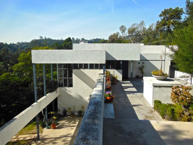 Los Angeles Architecture Tours: Lovell Health House: Richard Neutra,  1927 1929.