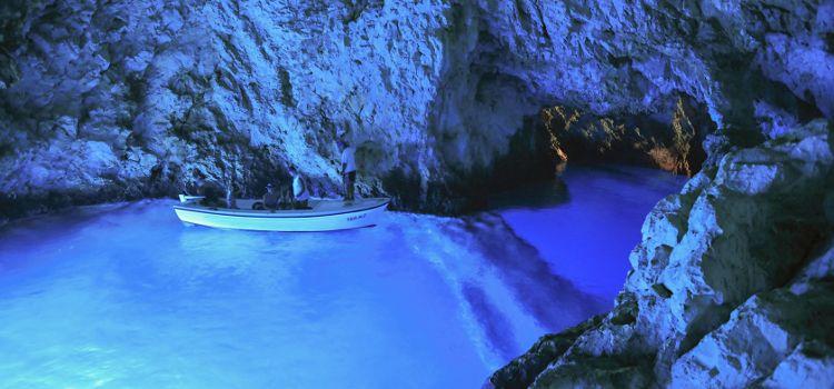 Cueva AZul en la isla de Bisevo