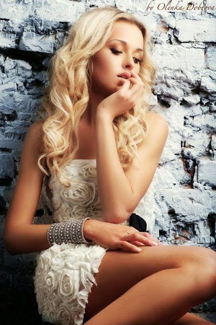 Clubwear blonde hot, busty blonde cheerleader galleries