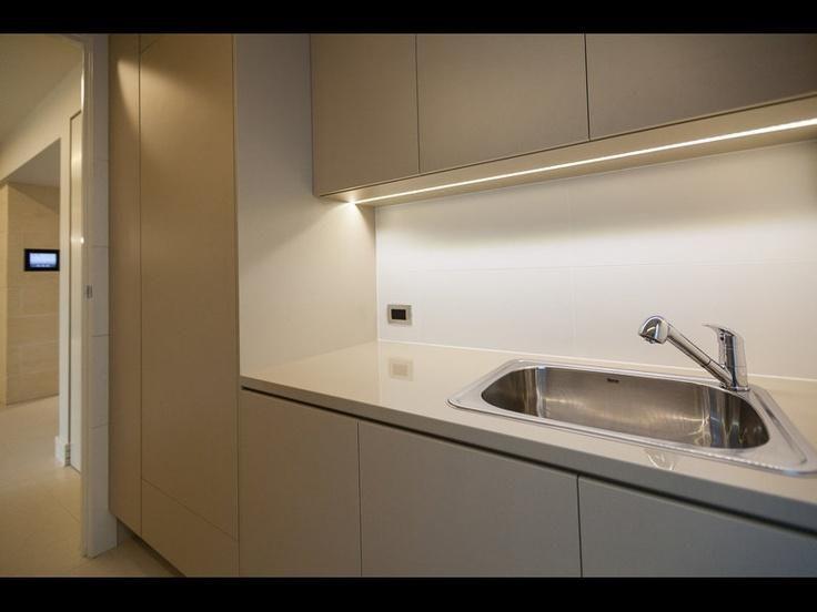 Iluminaci n de bajo alacena conoc una forma moderna para - Iluminacion muebles cocina ...