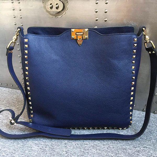 Rockstud Medium Shoulder Bag in Navy Calfskin Valentino YnKNMXt1T