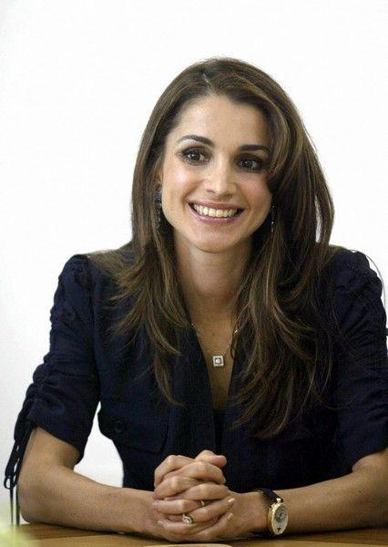 A expressão facial da soberana jordana sofreu muitas alterações na última década.